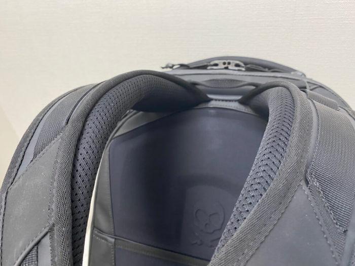 快適にカメラバッグを背負える仕組みが満載